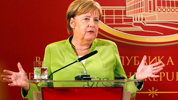Merkel pide a los macedonios que voten el cambio de nombre del país