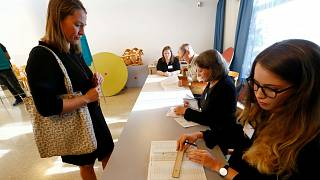 İsveç'te halk kritik seçimler için sandık başında