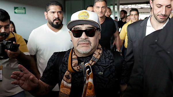 استقبال حافل لمارادونا بالمكسيك بعد وصوله لتولي قيادة دورادوس