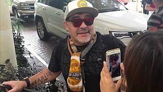 Maradona recebido em euforia no México
