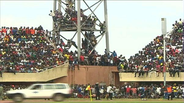 شاهد: جماهير غامبيا تغزو ملعب الإستقلال خلال لقاء تصفيات كأس إفريقيا أمام الجزائر