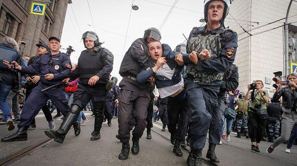 Jour de vote et de contestation en Russie
