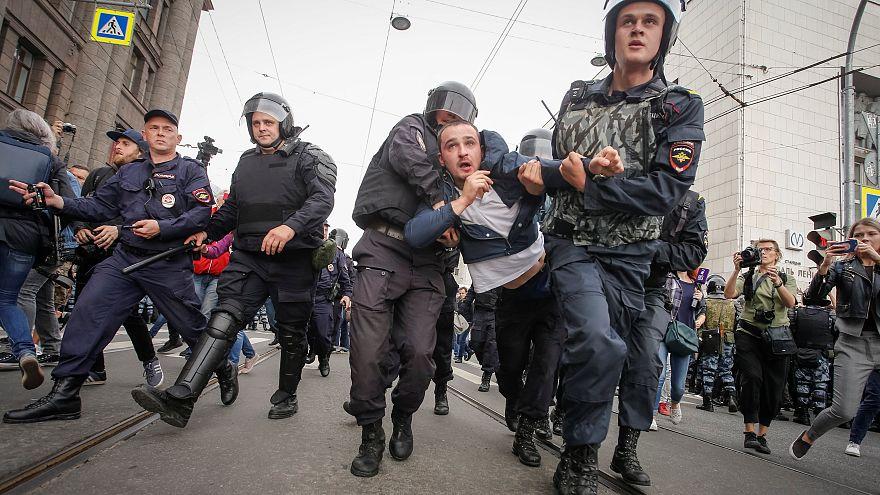 Russia: proteste nel giorno del voto