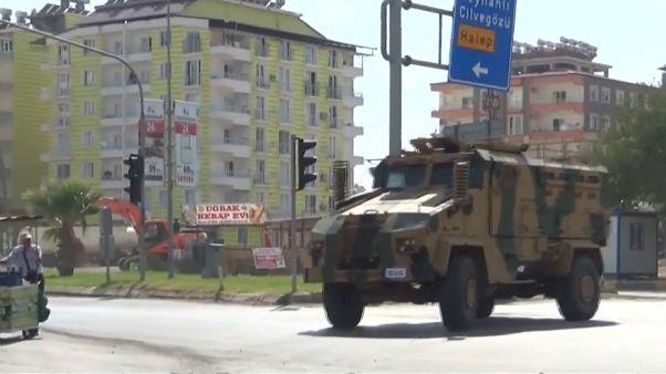 تركيا تعزز حضورها العسكري.. وطائرات روسية وسورية تقصف إدلب وريف حماة