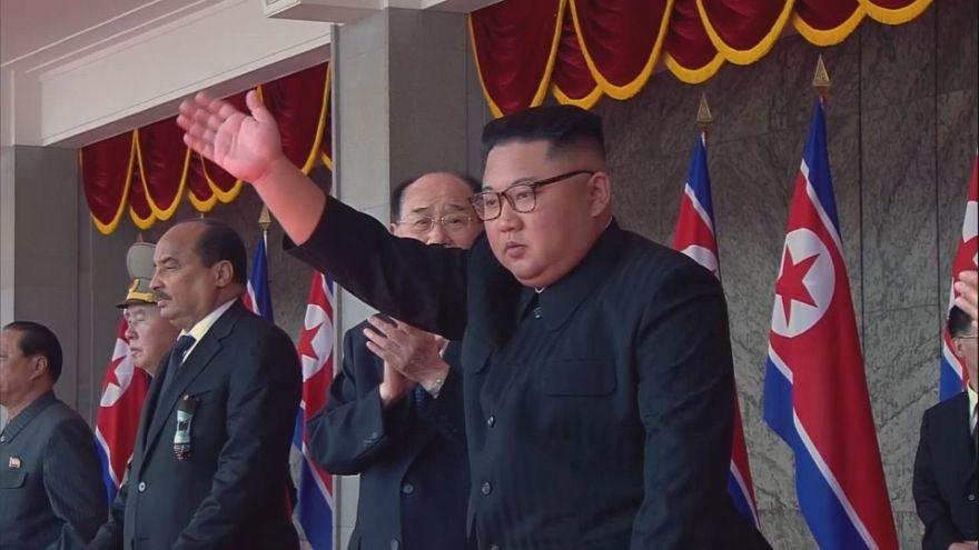 برگزاری رژه نیروهای مسلح به مناسبت هفتادمین سالگرد تاسیس کره شمالی