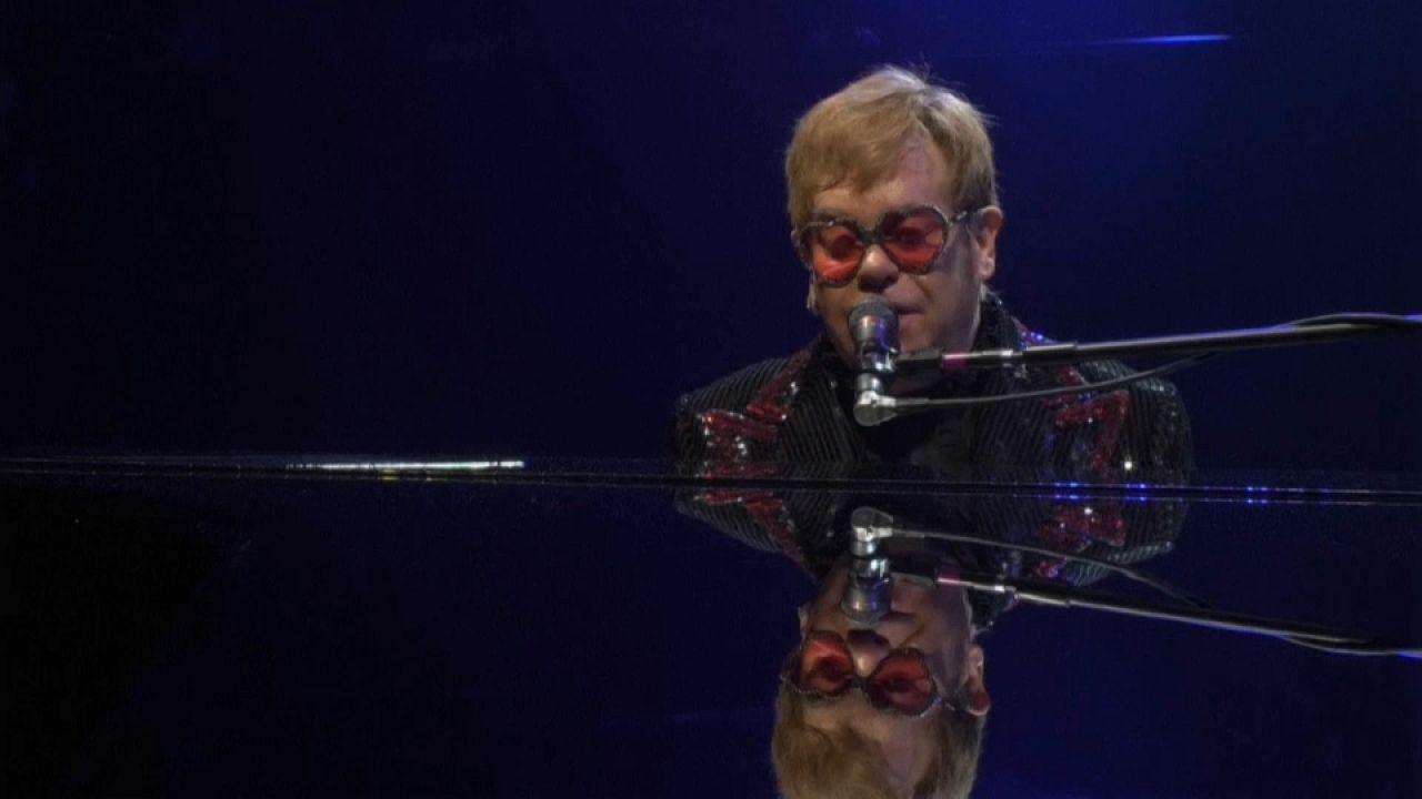 أيقونة الموسيقى إلتون جون يودع عالم الفن بجولة أخيرة حول العالم