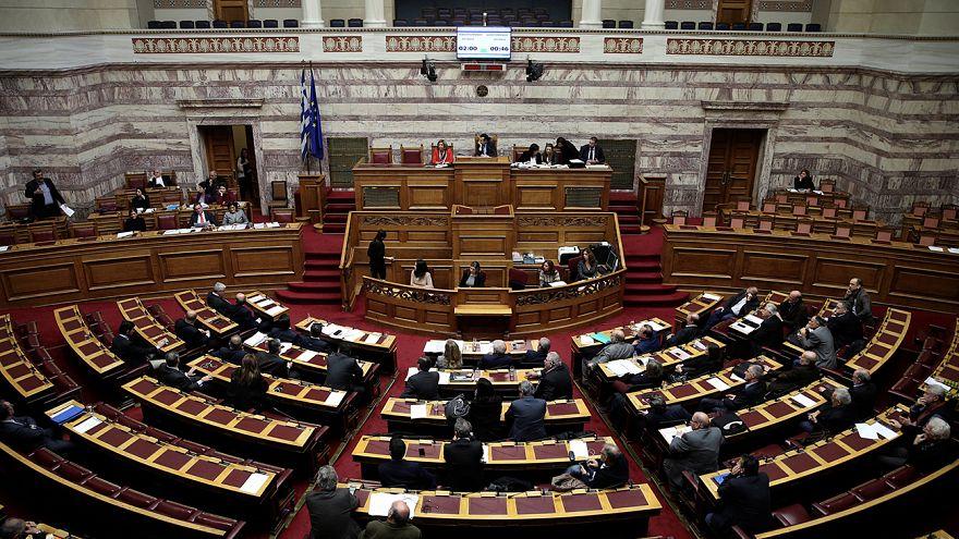 Στη Βουλή οι ρατσιστικές επιθέσεις εναντίον μεταναστών