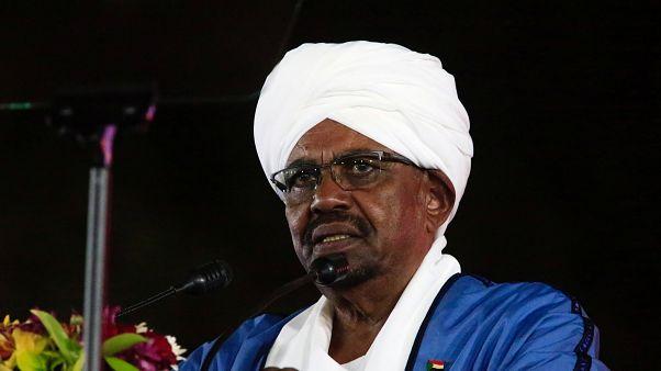 الرئيس السوداني عمر البشير يحل الحكومة ويعلن معتز موسى رئيسا للوزراء