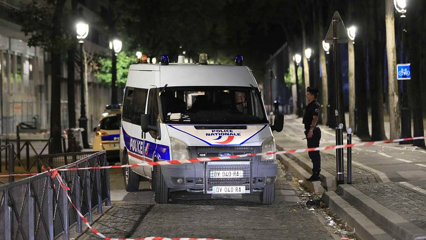 Attacco a Parigi: escluso il movente terroristico
