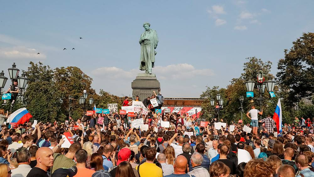 More than 800 people detained in nationwide protests in Russia