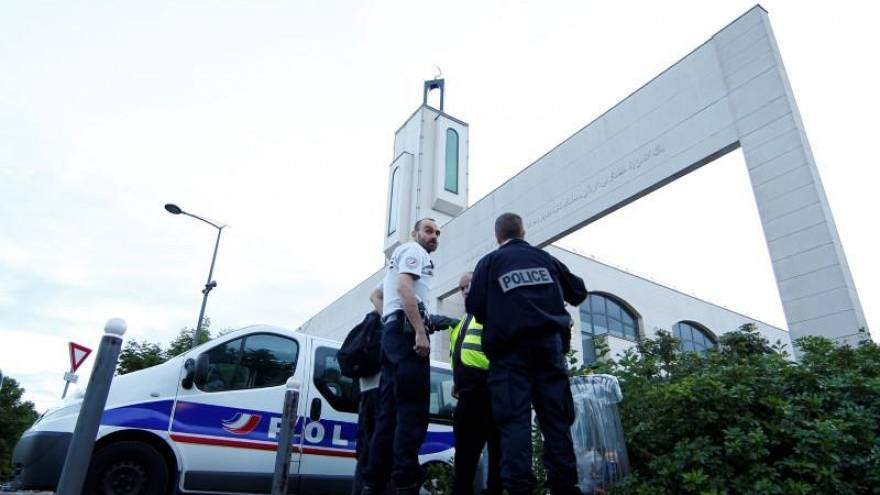 'Fransa İslamı' için 'laik' çözüm önerisi: Helal et vergisi
