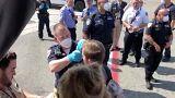 معاینه مسافران چند هواپیما در فرودگاههای آمریکا بعد از گزارش حالت تهوع