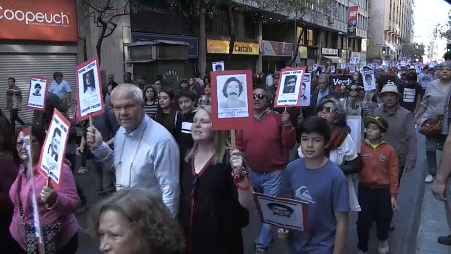 Confrontos em marcha do 45.º aniversário do golpe militar no Chile
