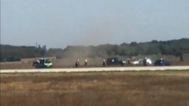 إلقاء القبض على شخص في مطار ليون الفرنسية بعد أن دخل مدرج المطار وهو يقود سيارة