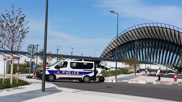 VİDEO - Lyon Havalimanı'nda piste giren aracın sürücüsü tutuklandı