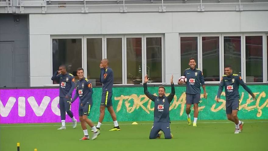 "Neymar goes wild at Coutinho's ""elastic dribble"" nutmeg"