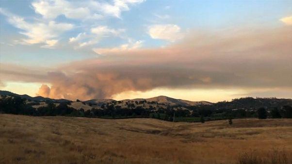 شاهد: ثوان من التصوير السريع تختزل يوماً كاملاً من حريق في كاليفورنيا