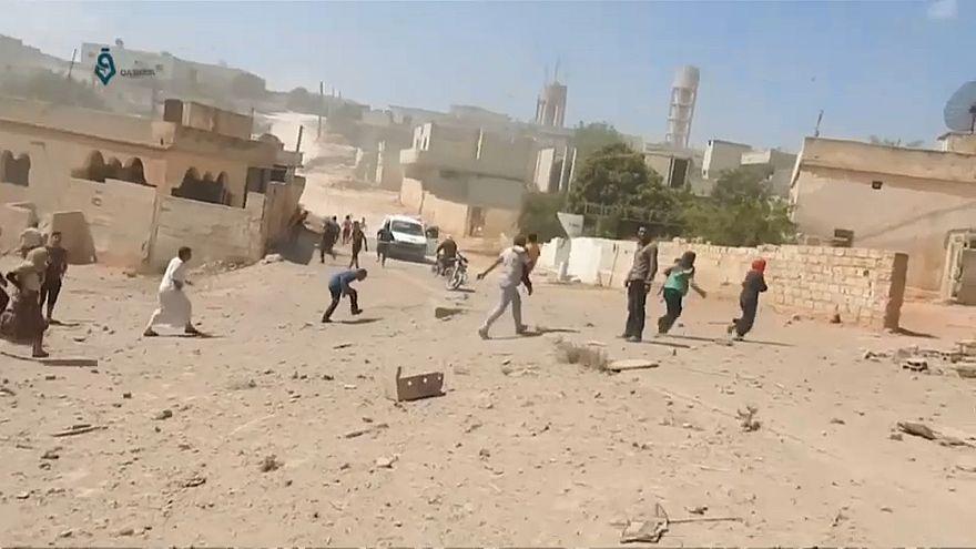 Nach Luftangriffen auf Idlib: Zehntausende fliehen