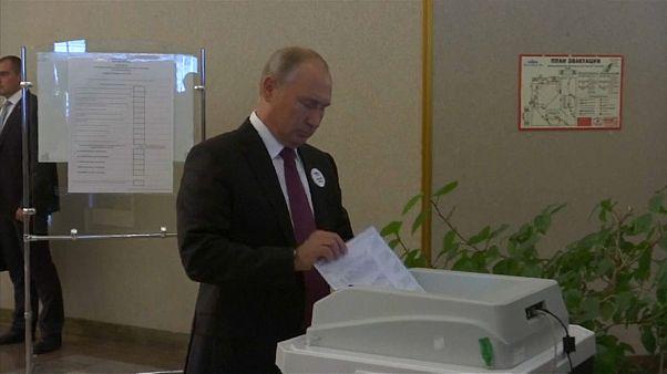 شاهد: ماكينة مخصصة للاقتراع ترفض قبول صوت بوتين مرّتين