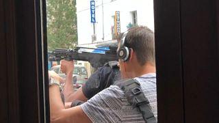 فيديو لعملية تدخل للشرطة الفرنسية في باريس بهدف إيقاف رجل أطلق تهديدات