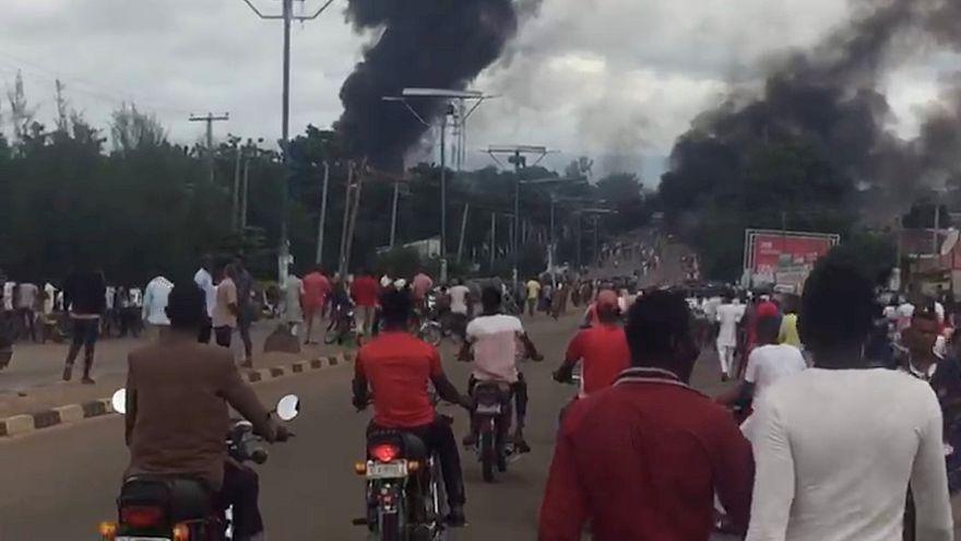 Nijerya'da petrol tankeri patladı, 35 kişi öldü