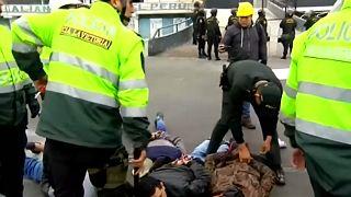 بالفيديو: صدامات بين مشجعي كرة القدم وجماعة إنجيلية في البيرو بسبب قطعة أرض