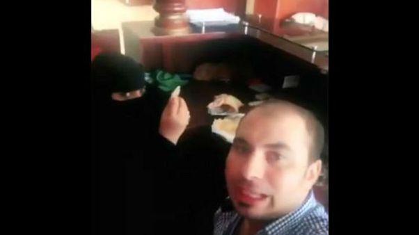 Suudi Arabistan'da bir kadınla kahvaltı yapan Mısırlı adam gözaltında