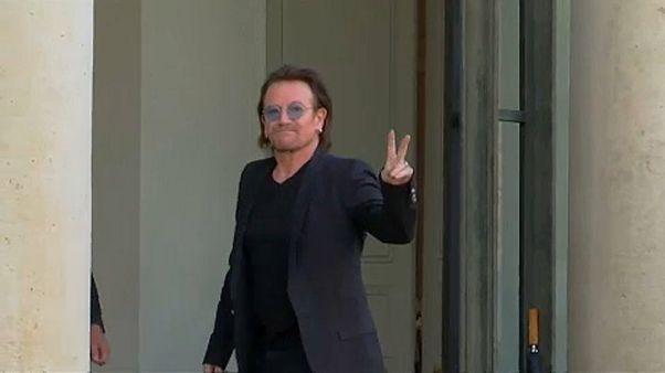 Bono az Elysee-palotában