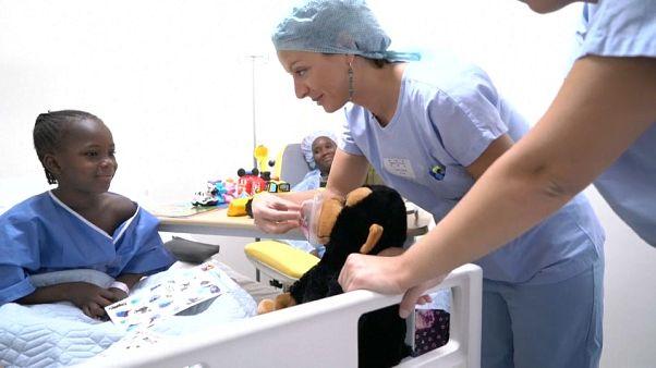 Une première chirurgicale à Bamako : Fanta, la petite malienne opérée à coeur ouvert