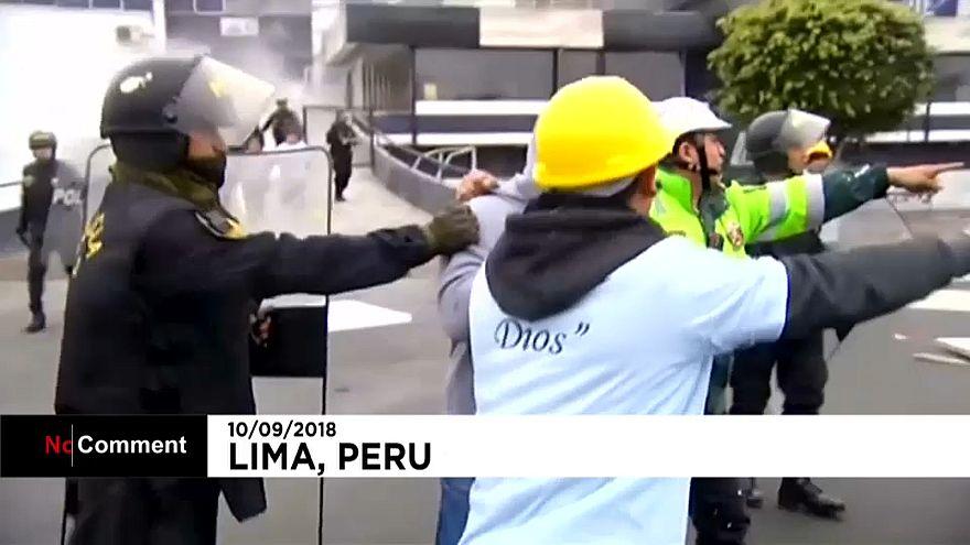 Peru'da dini bir grupla futbol kulübü taraftarları arasında arsa tartışması toplu kavgaya dönüştü