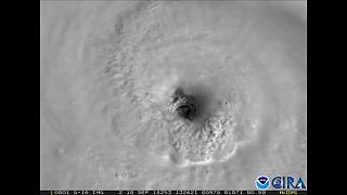 إعصار فلورنس يقترب من الساحل الأمريكي بسرعة تفوق 200 كم في الساعة