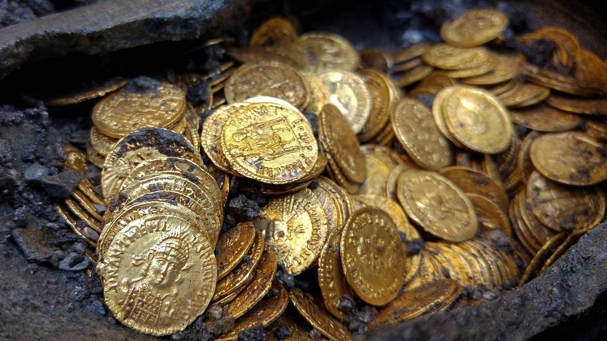 Encuentran en Italia 300 monedas de oro de la época romana