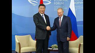 Presidentes chinês e russo comprometem-se a aprofundar laços bilaterais
