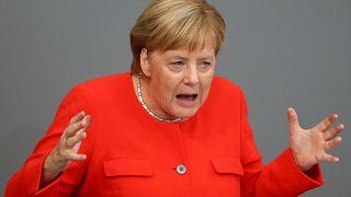 حمله مرکل به راست گرایان افراطی در پارلمان آلمان