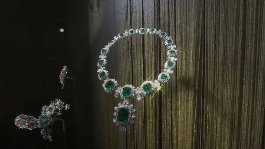Liz Taylor's jewels on show in Moscow