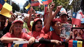 Venezuelanos nas ruas em apoio a Nicolás Maduro