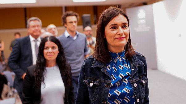 استقالة وزيرة الصحة الإسبانية لشبهات تتعلق بالتلاعب بشهادتها الجامعية