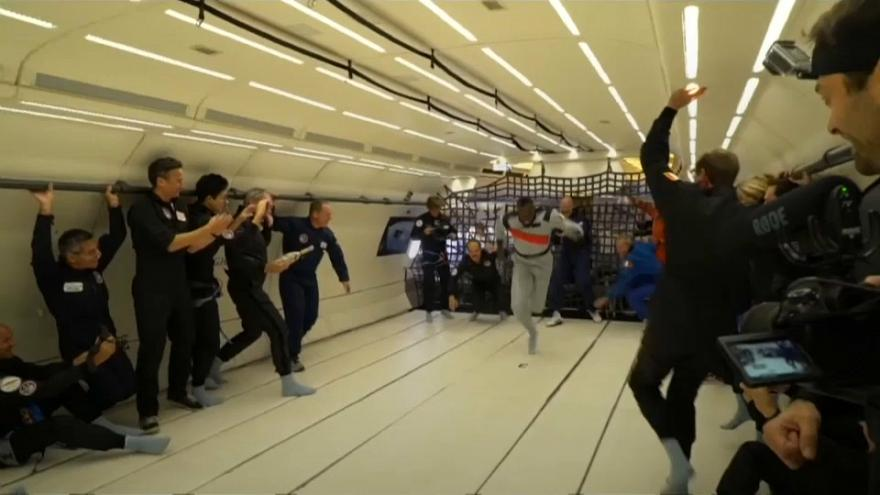 Usain Bolt sprints in thin air thanks to Zero-G plane