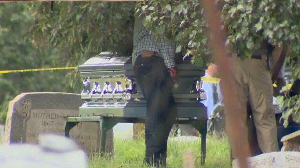 شاهد: وفاة شخص خلال إطلاق نار في مقبرة بمدينة بالتيمور الأمريكية