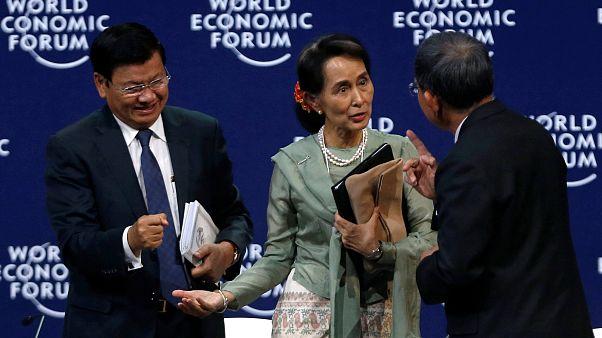 """Aung San Suu Kyi: """"Jornalistas violaram segredo de Estado"""""""