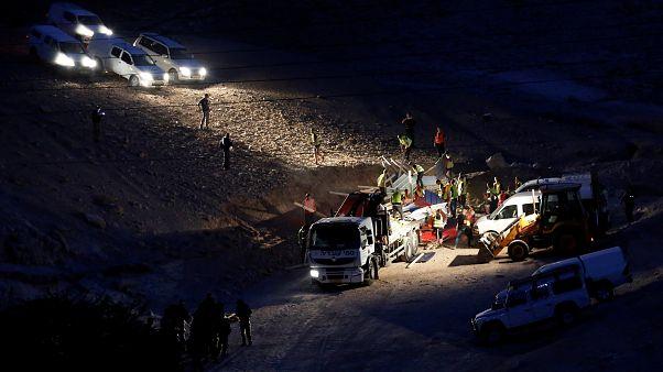 إسرائيل تزيل بيوت صفيح قرب قرية خان الأحمر التي تسعى لهدمها في الضفة الغربية