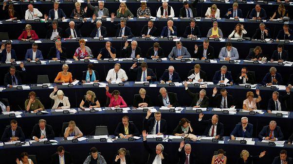 لهستان: در برابر هرگونه تحریم علیه مجارستان میایستیم