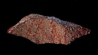 اكتشاف أقدم رسم معروف في العالم على لوح صخري في جنوب أفريقيا