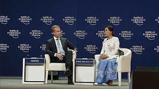 Aung San Suu Kyi defends jailing of journalists