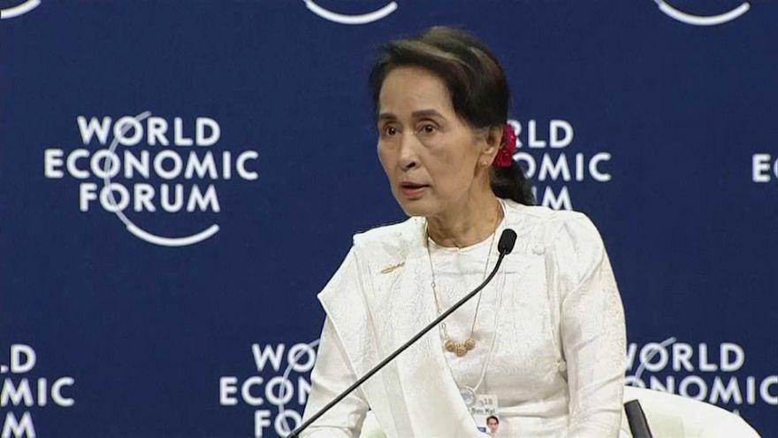 Aung San Suu Kyi defiende el encarcelamiento de los periodistas de Reuters