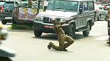 حرکات موزون یک مامور پلیس در هند برای کنترل ترافیک