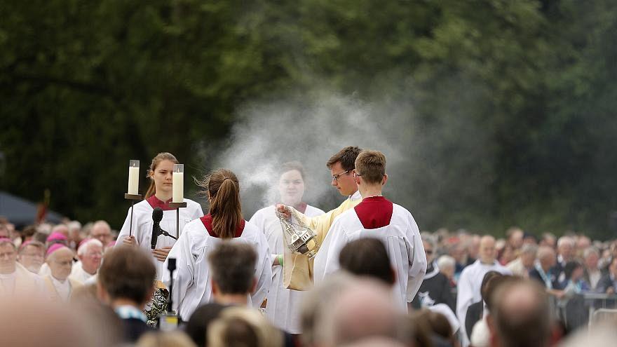 Germania: abusi sessuali su oltre 3500 bambini, vergogna per la Chiesa tedesca