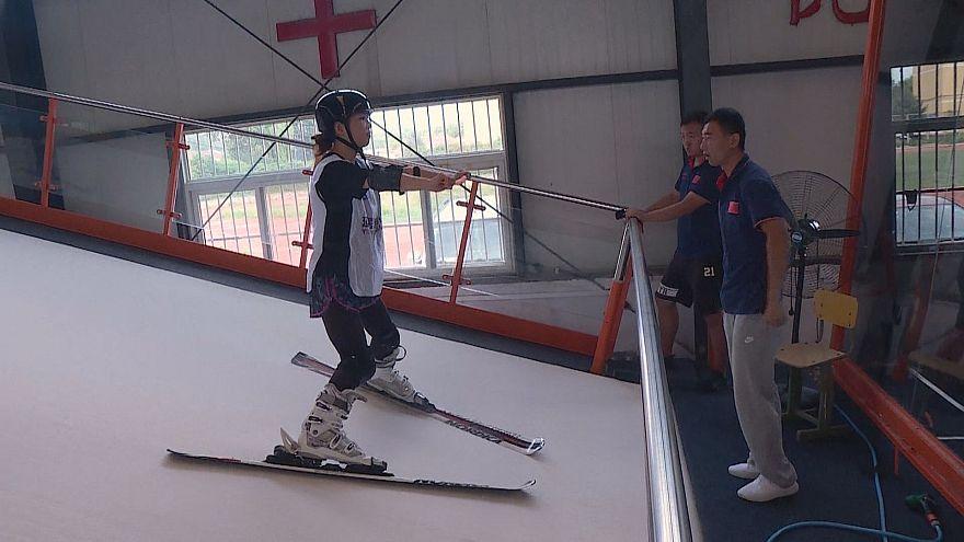 شاهد :  مزارعون وأطباء يتزلجون استعداداً للألعاب الأولمبية في بكين