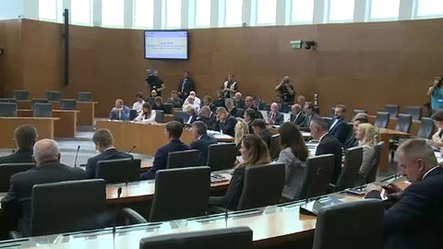 Bizalmat kapott a kisebbségi koalíciós kormány Szlovéniában