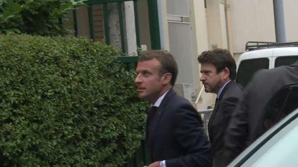 شاهد: الرئيس الفرنسي إيمانويل ماكرون يزور أرملة المناضل موريس أودان